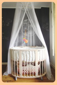 Different types of baby cribs - oval crib