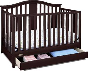 Graco Solano, a safe convertible crib with drawer